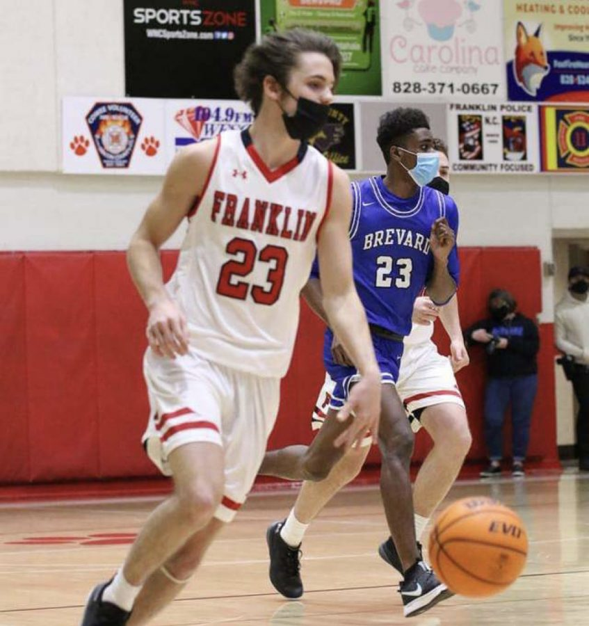Trey Penland dribbling down the court